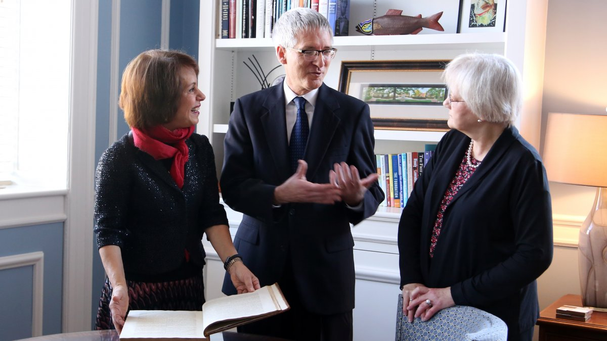 "UNC alumnus Lynn Roundtree presents Chancellor Carol L. Folt a 1785 edition of Clement Crutwell's book, ""The Works of the Right Reverend Father in God Thomas Wilson, D.D."""