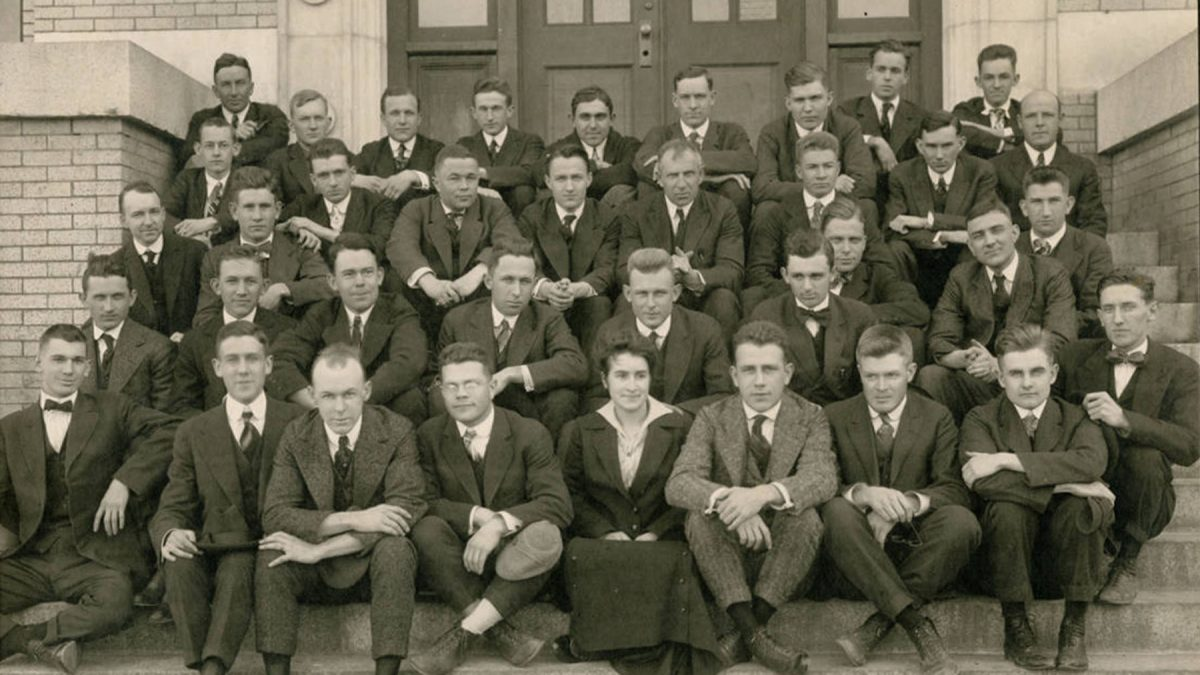 In 1915, Cora Zeta Corpening (front row, center) became the first woman student in the medical school..