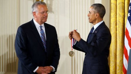 Joseph DeSimone is given an award by Presdient Obama.