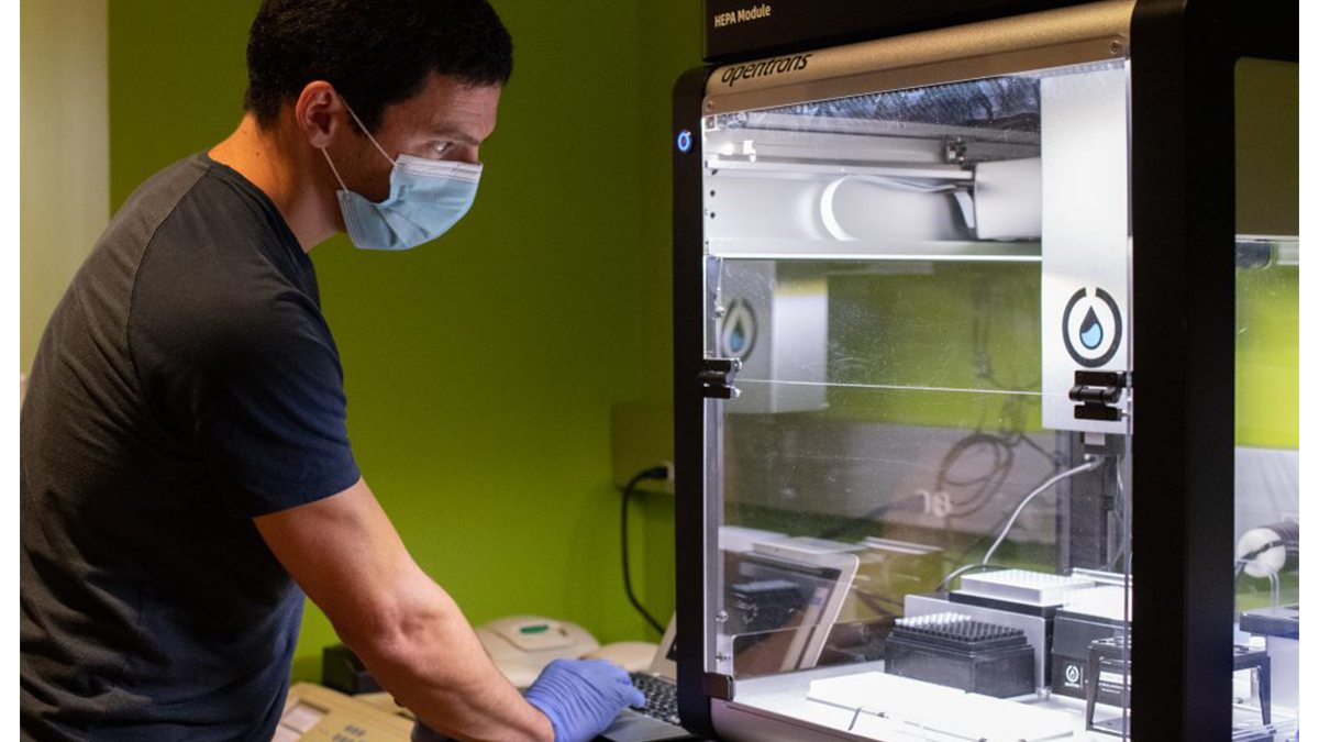 Jeremy Wang working in his lab.