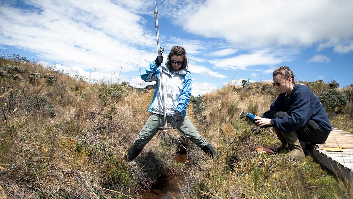Tessa Davis and Liz Farquhar measure water levels